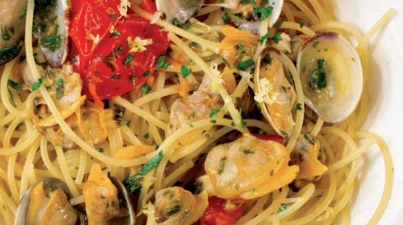 Spaghetti alle vongole veraci al profumo di limone.